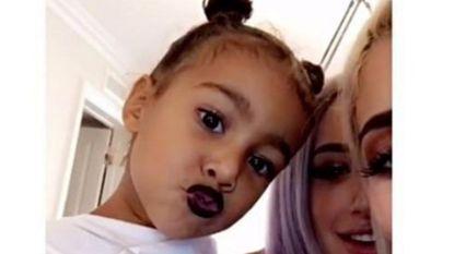 3-jarige North West draagt lippenstift en daar komt heel wat kritiek op