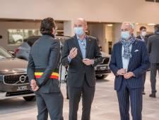 Scancar pakt uit met nieuwe vestiging in Wilrijk: klant kijkt haast mee onder motorkap