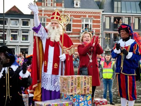 Honderden kinderen heten Sinterklaas welkom in Vlaardingen