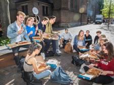 Studenten overspoelen Den Haag