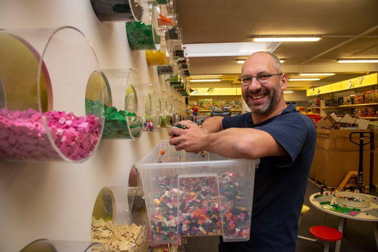 Eric De Bachere in zijn winkel Brick Planet. Eind december sluiten de deuren