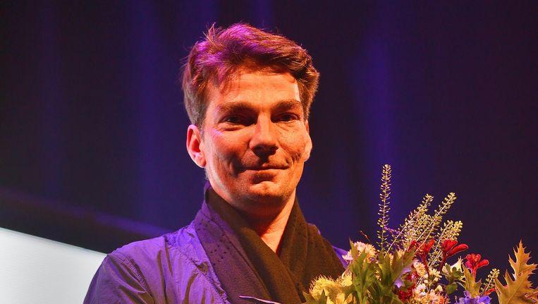 Marco Goecke met zijn Zwaan voor de meest indrukwekkende dansproductie 2017. Beeld Jochem Jurgens