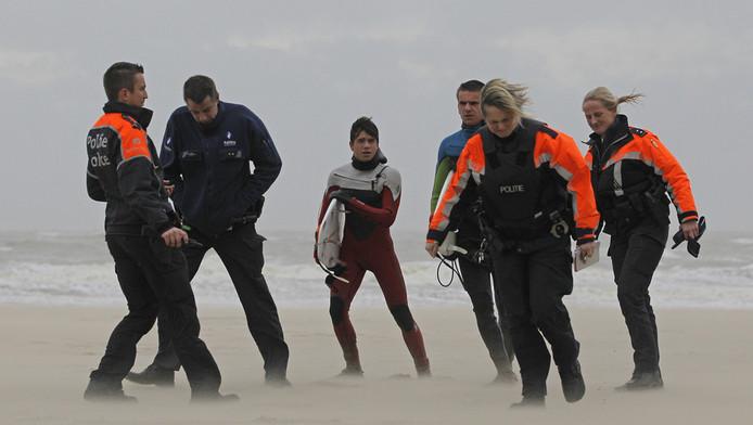 Les deux frères ont été sommés de sortir de l'eau par la police
