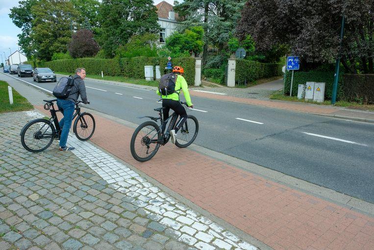 Fietsers moeten nu nog zonder verkeerslichten het kruispunt van de Mechelsesteenweg met de Erpsestraat kruisen. In de toekomst komen er lichten, al denkt de gemeente aan een andere oplossing.