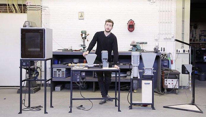 Dave Hakkens met zijn recyclingsmachines