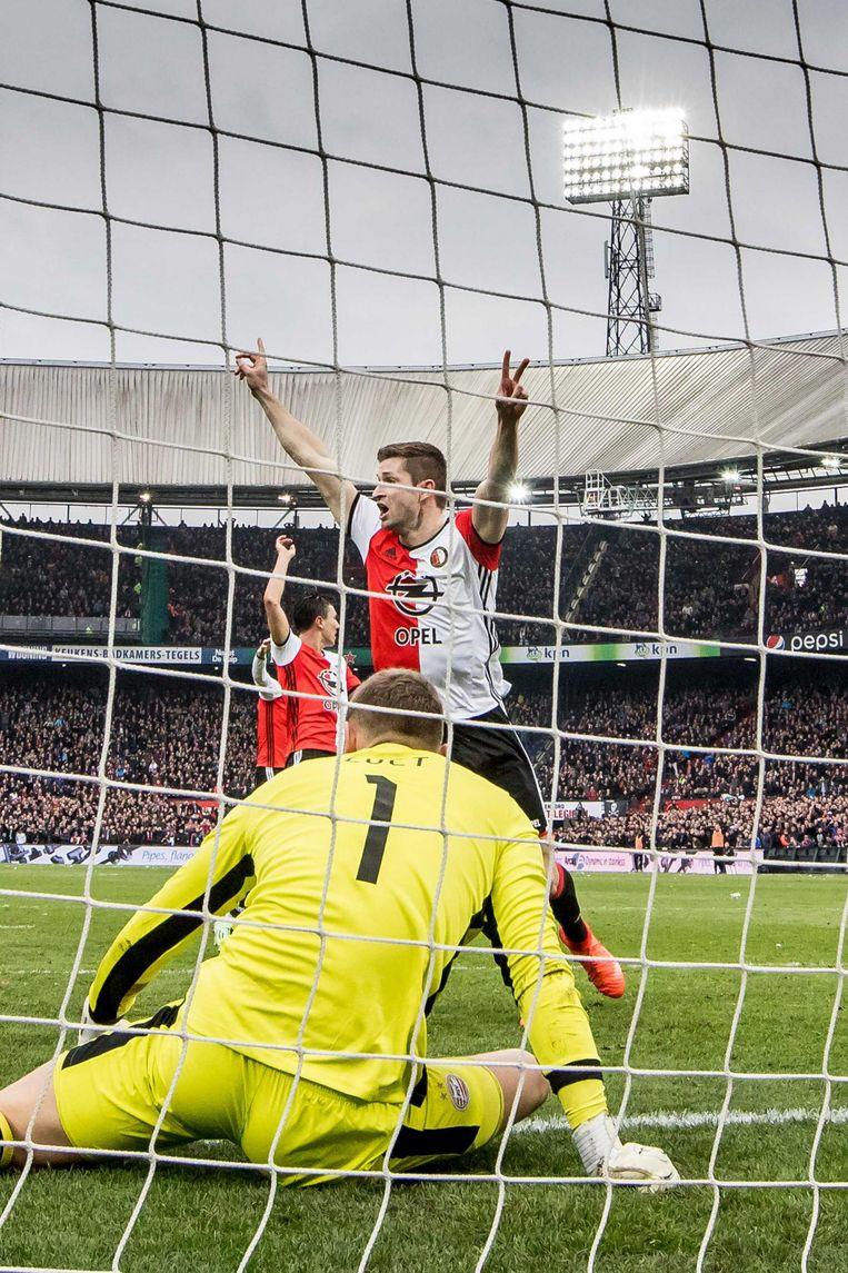Jan-Arie van der Heijden juicht na zijn 2-1 tegen PSV Beeld anp
