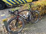 Wielrenner naar ziekenhuis na aanrijding in 's Gravenmoer, fiets gebroken