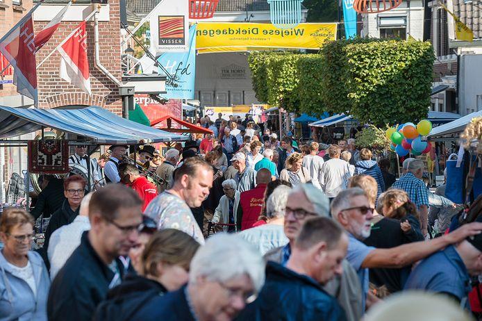 Dit beeld zal je niet zien, komend weekend in Wijhe. Wel 'gepaste drukte', als het aan de organisatie van de Wiejese Diekdaegen ligt.