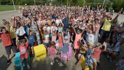 Qmusic verbreekt wereldrecord 'Mensen met een dierennaam' in dierentuin Planckendael