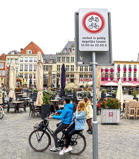 Op de Grote Markt fietsen? 95 euro boete!