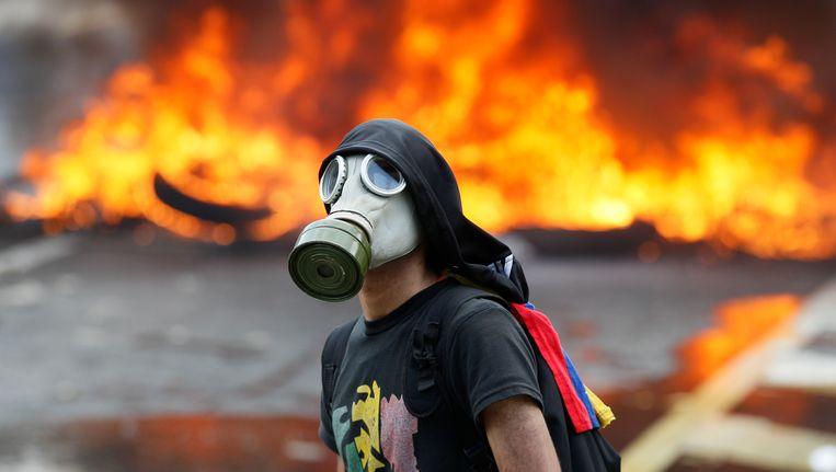 Een demonstrant in Caracas die protesteert tegen de regering van president Maduro.