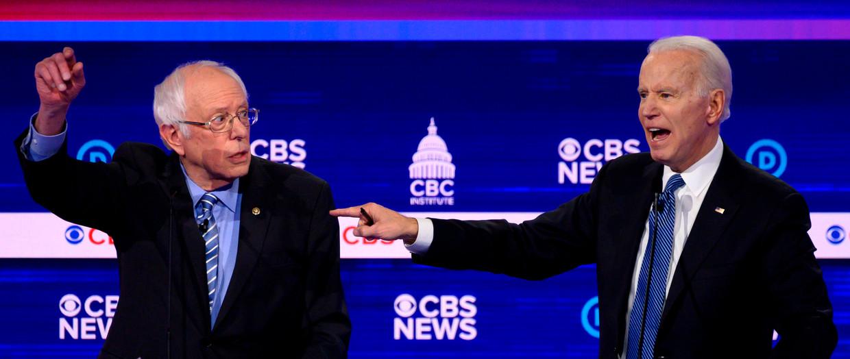 Joe Biden (rechts) staat er na zijn overwinning in South Carolina een stuk beter voor dan een week geleden, maar de vraag is of hij Bernie Sanders (links) vandaag kan passeren. Beeld AFP