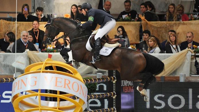 Hickstead en ruiter Lamaze in actie in Verona, kort voor de dood van het paard.