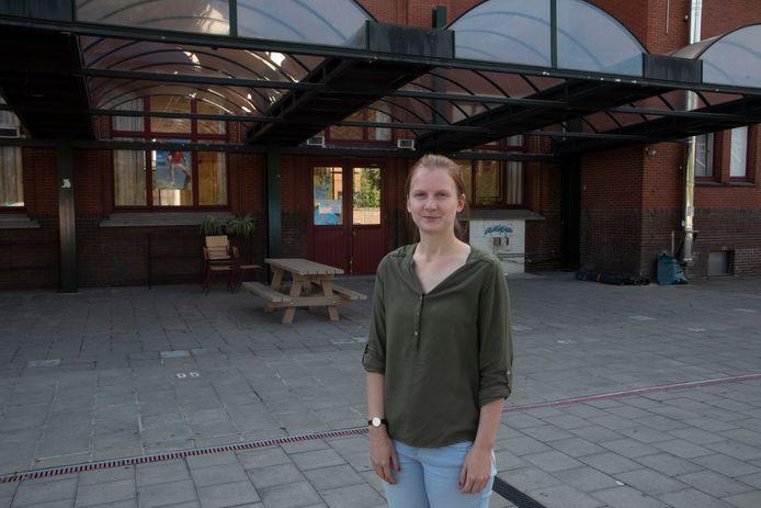 Ina Van Lancker (21) is klaar voor haar eerste schooldag voor de klas in het Sint Gertrudis College in Wetteren.