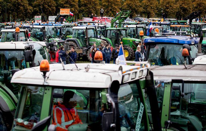Boeren op het Malieveld in Den Haag. Straks ook het protestveld voor gemeenteraadsleden?