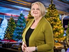 Lia gaat een dag na Halloween al de kerstboom optuigen: 'Maak er iets moois van'