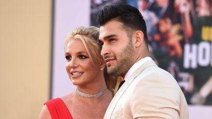 IN BEELD. Glunderende Britney voor het eerst op rode loper met haar partner