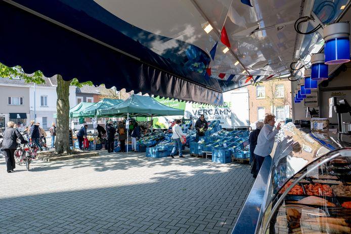 De woensdagmarkt op het Kerkplein van Bonheiden