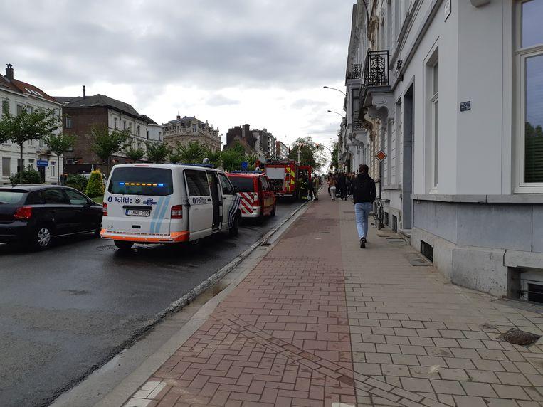 De brandweer liet de studenten niet naar binnen gaan totdat het gebouw voldoende verlucht was.