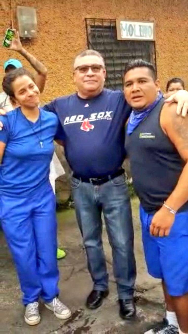 Amaya Coppens, gepensioneerd kolonel Carlos Brenes and gepensioneerd burgemeester Thomas Maldonado bij hun vrijlating.