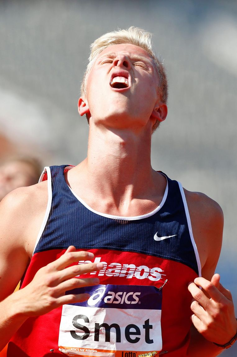 Koen Smet na het winnen van de finale 110 meter horden tijdens het NK atletiek van 2013. Beeld anp