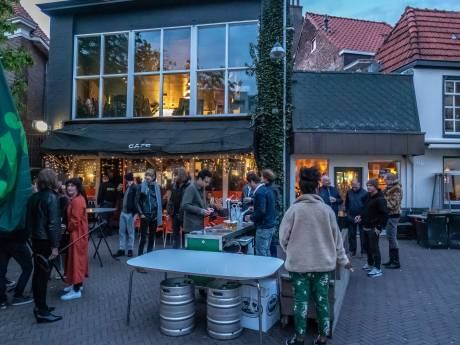Wethouder Zwolle in gesprek met café The Livingroom en klagende buurman over ban op livemuziek