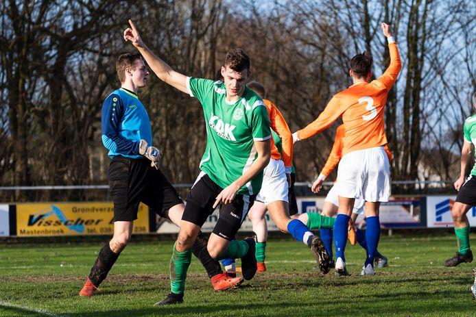 Wim Kwakkel had meteen weer wat te vieren, hij opende de score tegen Reaal Dronten.