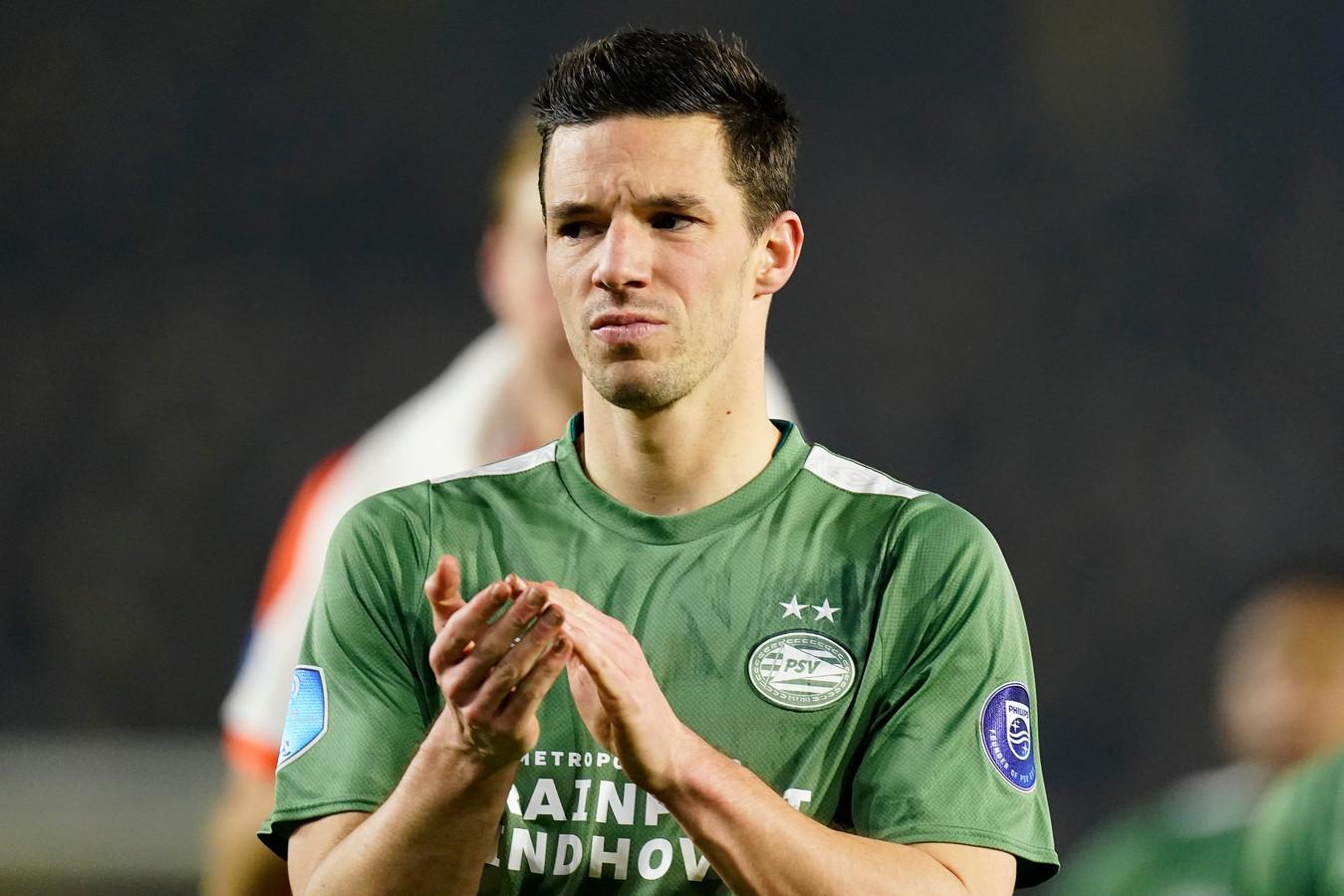 Nick Viergever verlaat teleurgesteld het Rat Verlegh Stadion.