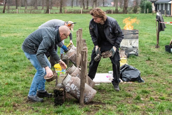 Carbidschieten op de Beuseberg, jaarlijkse traditie op oudjaarsdag in de tuin van  familie Jansen.