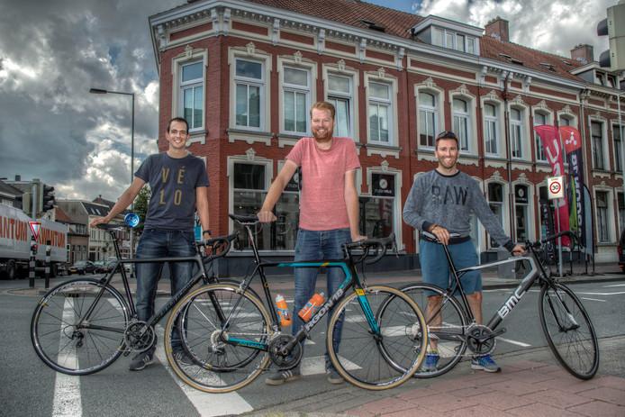 De organisatoren van de koers, van links naar rechts: Bas den Ouden, Wouter Wilting en Dennis Mijnsbergen.