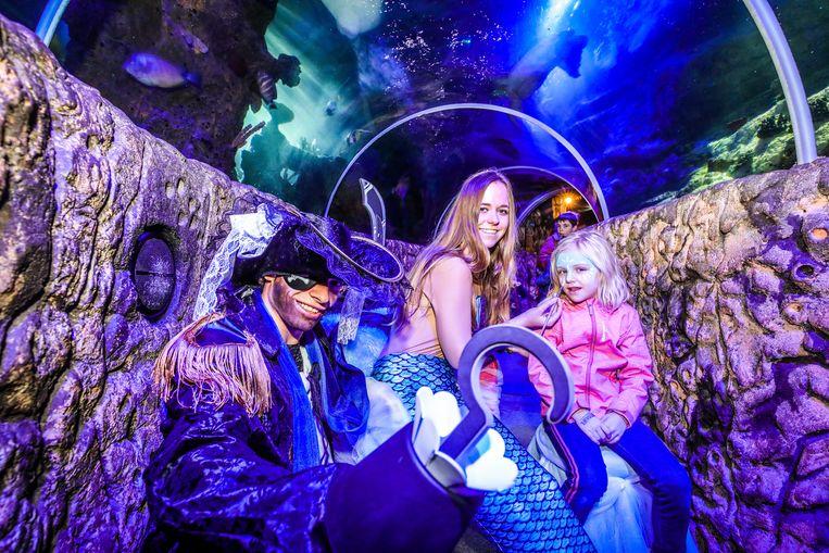 Sea Life Blankenberge: kinderen worden geschminkt door zeemeermin en piraat.
