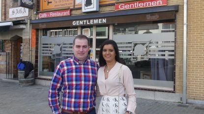 """James (32) en Julia (29) heropenen café Gentlemen: """"Een café moet vaak open zijn, in ons geval 92 uren in de week"""""""