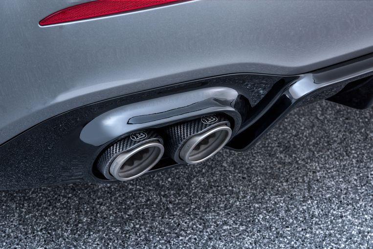 Uitlaten onder een A-klasse van Mercedes-tuner Brabus