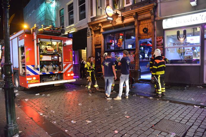 De voorgevel van café Janssen.
