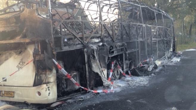 De uitgebrande bus van de opgejaagde touroperator