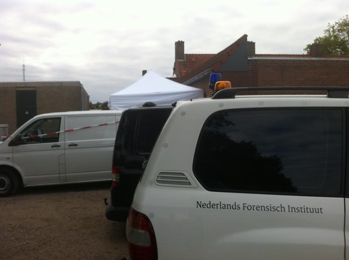 Het Nederlands Forensisch Instituut aan het werk in Cuijk.