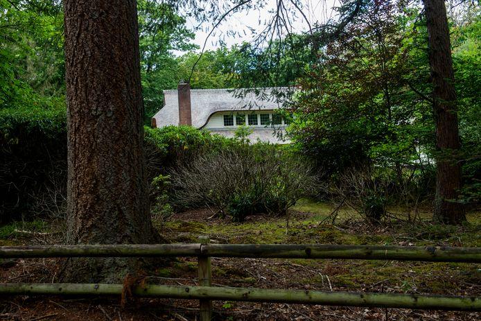 Verscholen tussen de bomen: Landhuis Zonnewoud. De uitspraak van de rechter over de kapitale villa is in de gemeente Apeldoorn ook voor andere woningeigenaren van belang.