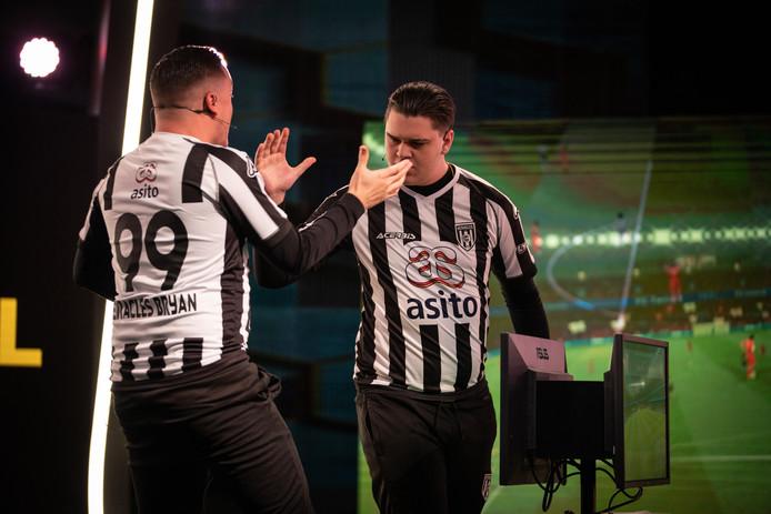 Bryan Hessing (links) en Lev Vinken van Heracles Almelo zijn topfavorieten voor de eindoverwinning in de eDivisie.