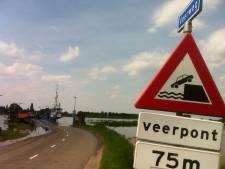 Waterpeil IJssel gezakt, Wijheseveer vaart weer heen en weer