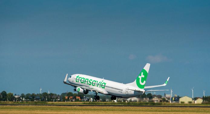 Een vliegtuig van vliegmaatschappij Transavia.