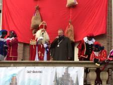 Goede sfeer en geen gedoe over Zwarte Piet trekt veel volk naar intocht Sint in Zaltbommel