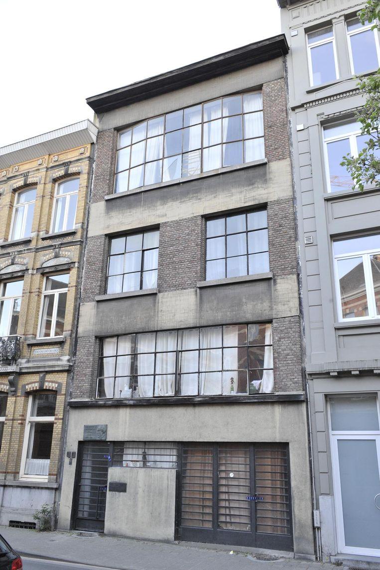 Henri Floris Jespers woonde meer dan dertig jaar in dit huis in de Marialei. Boven de deur hangt een gedenksteen voor zijn opa, de kunstschilder Floris Jespers (foto inzet).