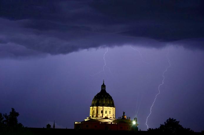 Onweer boven Oudenbosch.