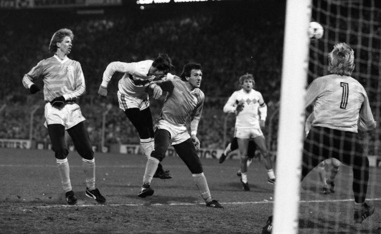 België verliest de terugwedstrijd met 2-1 in Nederland, aar het doelpunt van Georges Grün in de 85ste minuut volstaat voor de kwalificatie.
