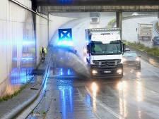 Fikse regenbui zet tunnel Expresweg onder water