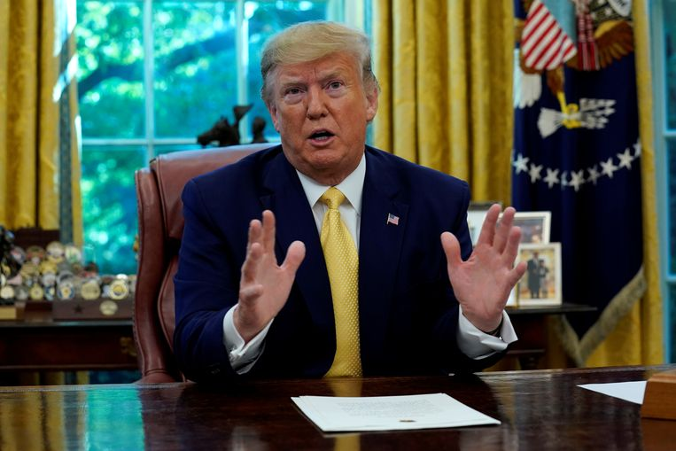 De Amerikaanse president Trump in de Oval Office in het Witte Huis.