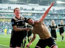 Ajax knokt zich langs FC Groningen na goal én rood Huntelaar