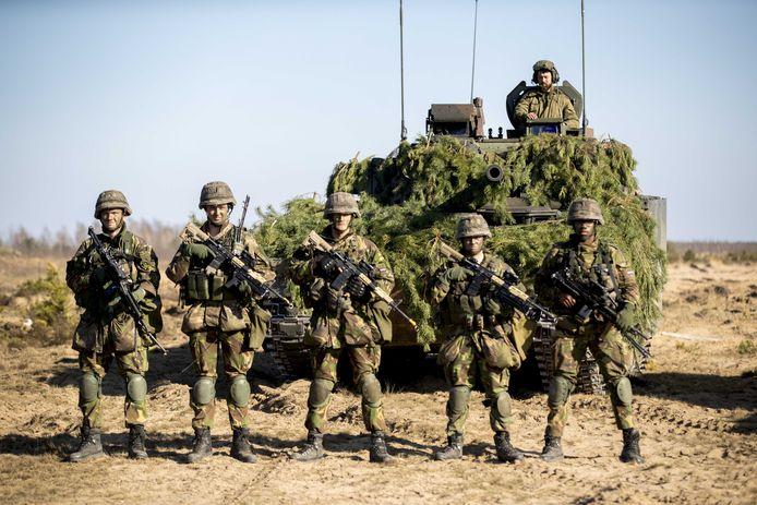 Nederlandse militairen nemen deel aan de Enhanced Forward Presence aan de Russische grens in Litouwen. Een aantal militairen is ziek geworden door het coronavirus