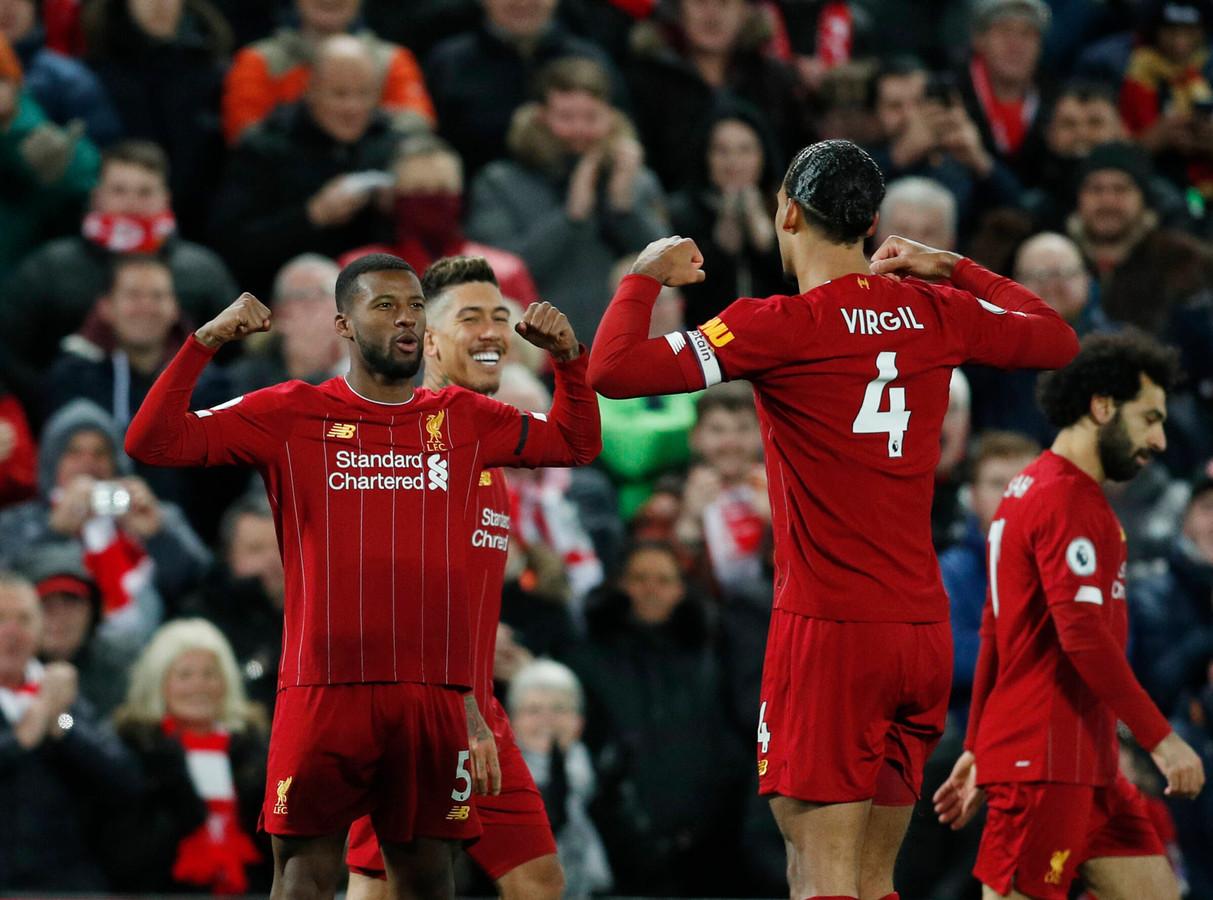 Bij Liverpool zullen ze nog even nerveus wachten of ze de eerste landstitel sinds 1990 kunnen binnenhalen. Hier laten Georginio Wijnaldum en Virgil van Dijk zien hoe ze sterk ze wel niet zijn.