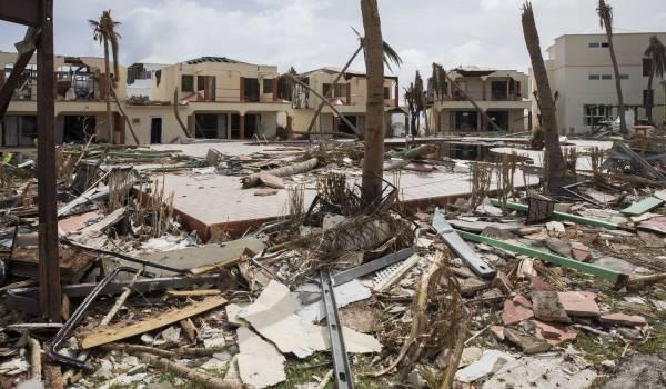 Plasterk 'gijzelt' getroffen bevolking Sint-Maarten, zegt de premier